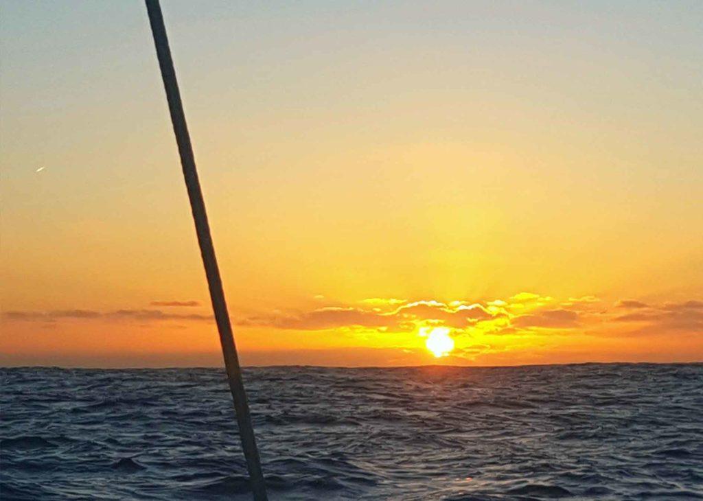 Atardecer-sol-mar-navegar-stella-oceani