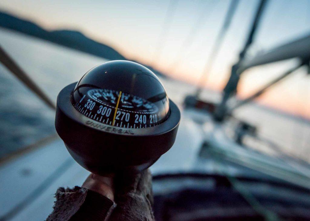 Compas-demoras-marcacion-velero-navegar-sextante