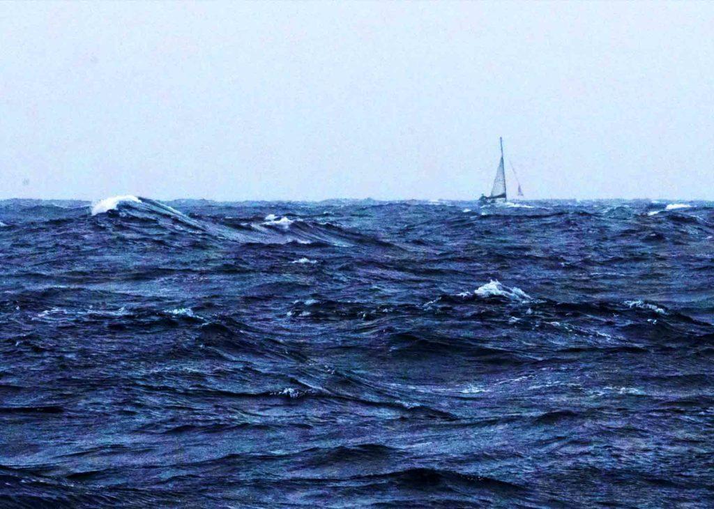 Navegar-mala-mar-tormenta