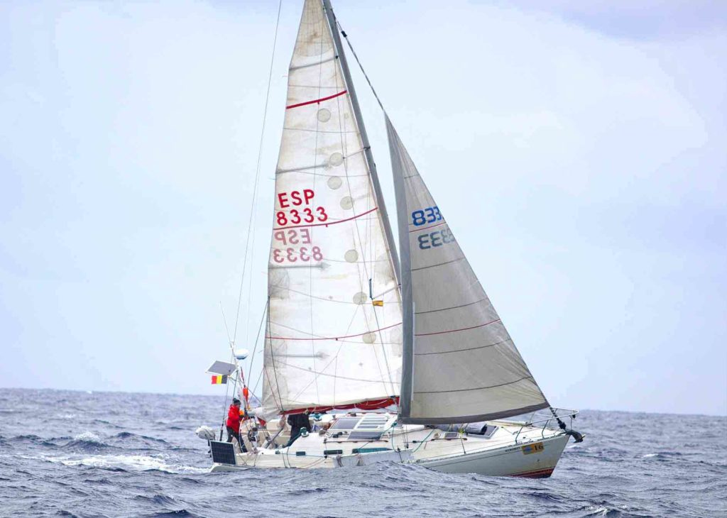 Navegar-velero-Acrobat-Observación-astronómica-sextante-capitan-yate-stella-oceani